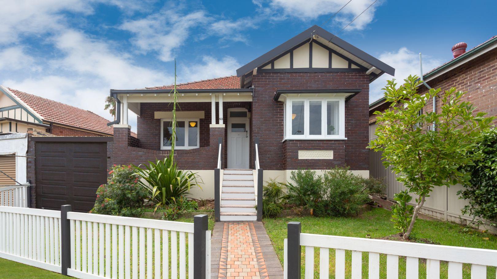 Australia's house prices edge marginally higher as property listings plummet – 9News