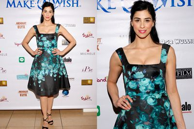 Sarah Silverman makes nice on the red carpet, with this high-fash floral frock.