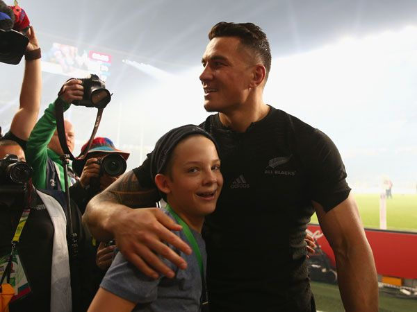 Sonny Bill Williams with the young fan. (Getty)