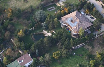What do you do when you're <B>Angelina Jolie</b> and you're making a movie away from home? Rent out a humble, temporary house, right? Wrong! In 2010, Angelina, her hubby  <b>Brad Pitt</B>, and their six kids moved into this 10 bedroom villa in Budapest while Ange directed her as yet untitled Bosnian war film. So how much did the mansion cost the Jolie-Pitts? A mega $27,000 a month.