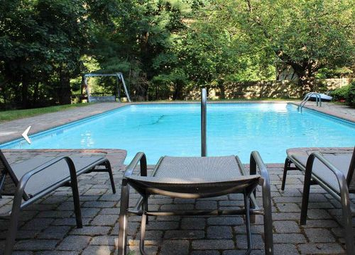 Pools of all shapes and sizes are on the site, with prices starting at AUD $30/h.