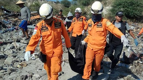 Bodies are being buried in mass graves after the Indonesian earthquake and tsunami.