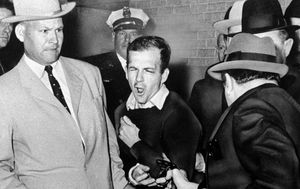 Detective in historic Lee Harvey Oswald photo dead at 99