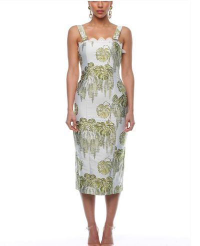 <p>This 60's inspired print is a refreshing take on florals&nbsp; and offers a fitted, sleek silhouette</p> <p>&nbsp;</p>