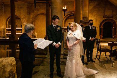 White-Christmas wedding