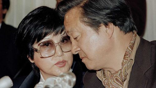 Choi Eun-hee and Shin Sang-ok give a press conference after their defection in 1986. (AP)