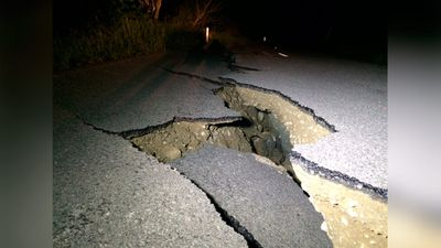 """More damage along Leader Road, just inland of SH1 #eqnz."" (Twitter/@ThomasMeadia)"
