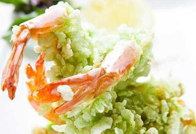 Green rice fried prawns