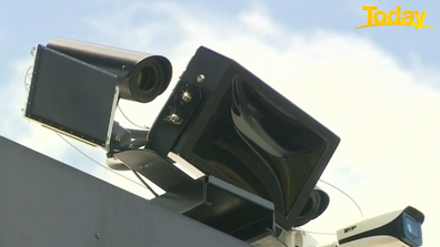 The seatbelt and mobile phone cameras can be installed on overpasses, bridges and roadside trailers.