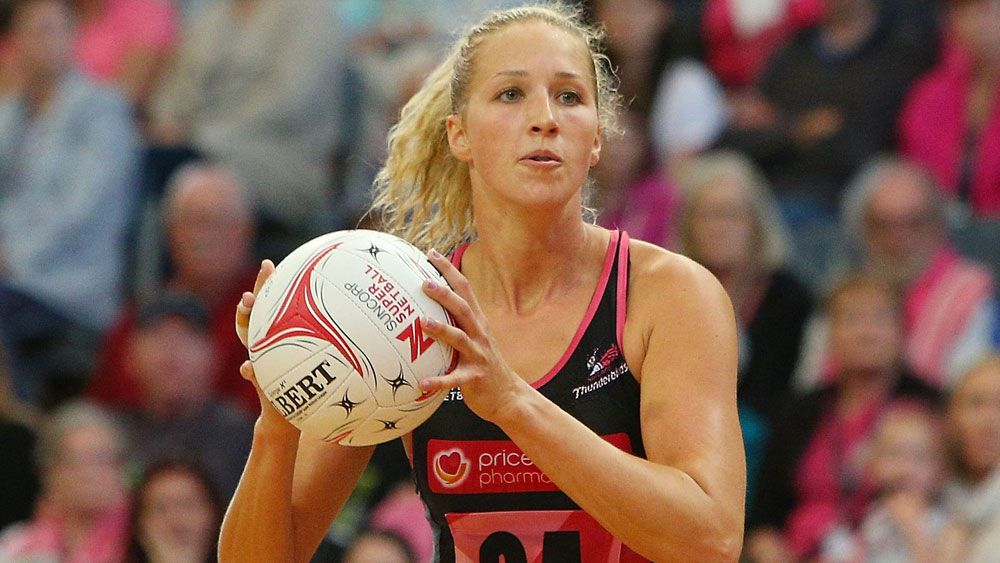 Adelaide Thunderbirds' Erin Bell looks to pass against the West Coast Fever. (Getty)