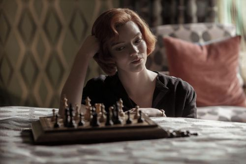 Anya Taylor-Joy sebagai Beth Harmon seperti yang terlihat di The Queen's Gambit Netflix.