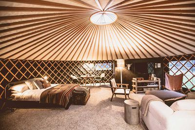 "<strong><a href=""http://www.theroundtent.co.nz/"" target=""_top"">The Round Tent, Raglan</a></strong>"