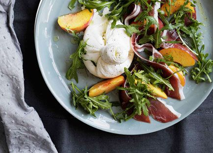 Peaches with burrata, prosciutto crudo and rocket