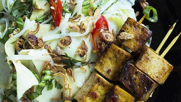 Tofu skewers with Vietnamese noodle and green papaya salad and crispy shallots