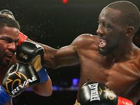 Boxer Crawford lets rip at Horn on Twitter