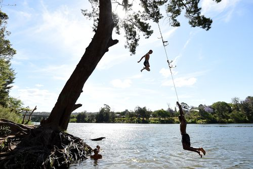 Local kids cool off in the Nepean River at Penrith as the temperature reached 39.3 degrees in 2014. (AAP)