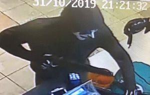 Man in clown mask robs Adelaide Subway with fake gun