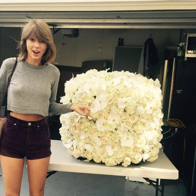 2. Taylor Swift's flowers from Kanye West. Likes 2.6 million. Comments: 48k.