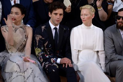 <p>Tilda Swinton with show guests who aren't Tilda Swinton.</p>