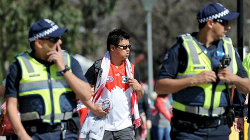 Police praise orderly AFL crowd's 'understanding' amid increased security