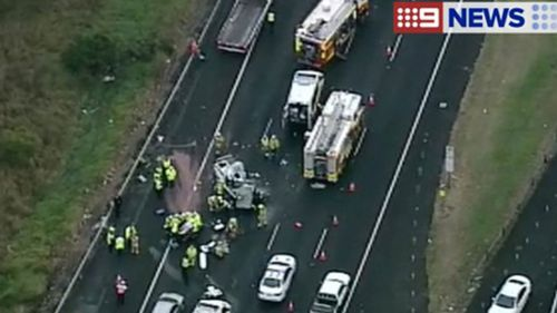 Sydney motorway crash backs up traffic for 14km