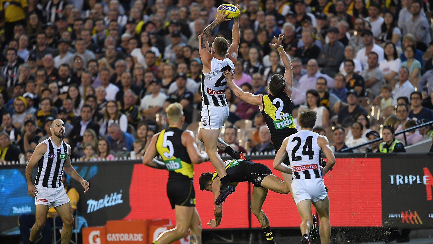 Jordan de Goey takes Mark of the Year contender as Collingwood dominate Richmond