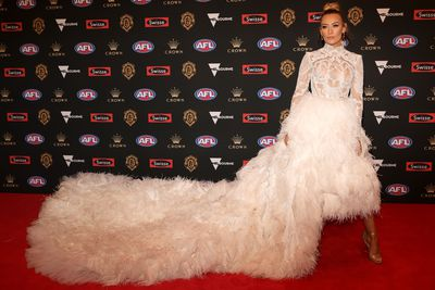 Logan Shine, the partner of Western Bulldogs Jason Johannisen, wearing Con Ilio Couture, at the 2018 Brownlow Medal September, 2018