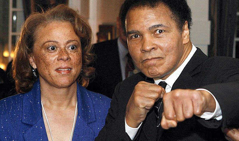 US boxing legend Muhammad Ali posing for photographers next to his wife Yolanda 'Lonnie' Ali. (AAP)