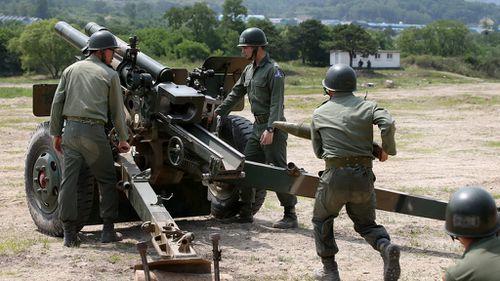 South Korean troops fire 'warning shots' at North Korean soldiers near border