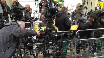 A throng of media await the new royal baby. (9NEWS)