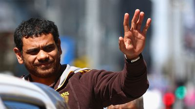 Cyril Rioli waves to the sea of Hawthorn fans who turned out for the AFL Grand Final parade. (Getty Images)