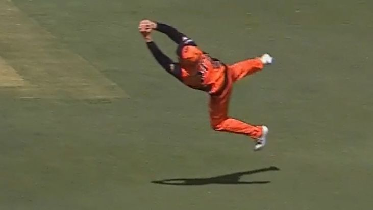 Brilliant Jason Roy catch highlights Perth Scorchers' crushing 96 run BBL win over Melbourne Renegades
