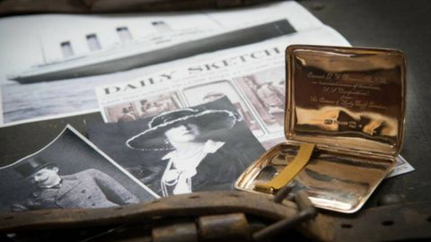 A gold cigarette case from Sir Cosmo and Lady Lucy Duff-Gordon, who survived the sinking of the Titanic, has reignited rumours about the couple's escape.
