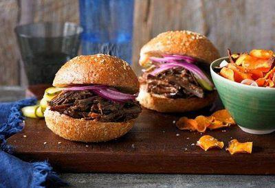 "<a href=""http://kitchen.nine.com.au/2016/05/05/13/23/texas-chopped-brisket-burger"" target=""_top"">Texas chopped brisket burger</a>"