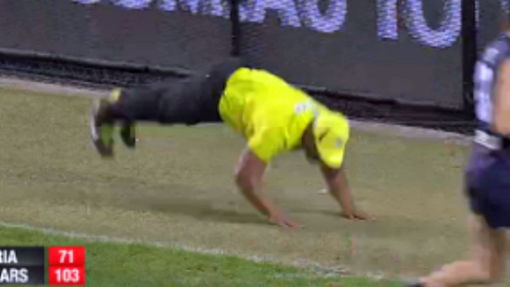 AFL: Umpire steals spotlight with dance move in Legends match