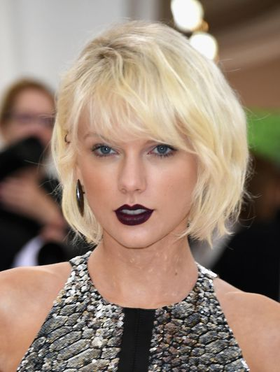 Taylor Swift's peroxide hair and dark lip are a dramatic new look for the singer.