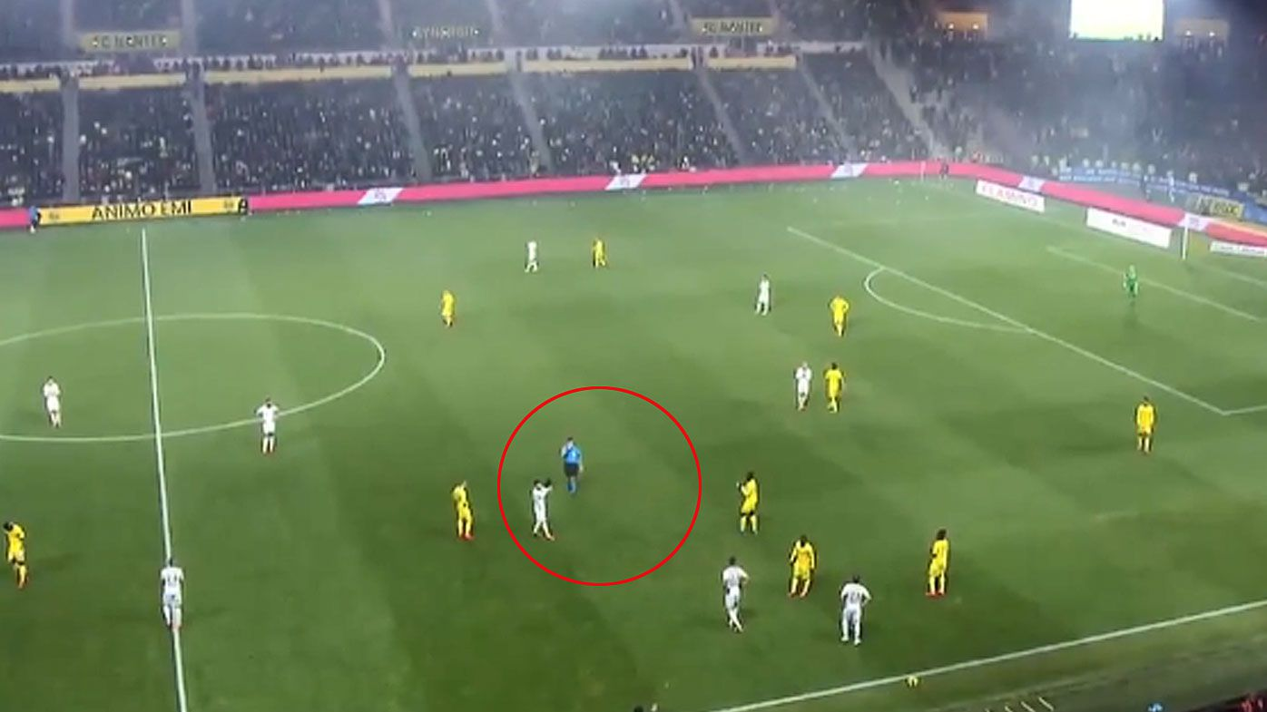 Nantes stop play to give Sala tribute