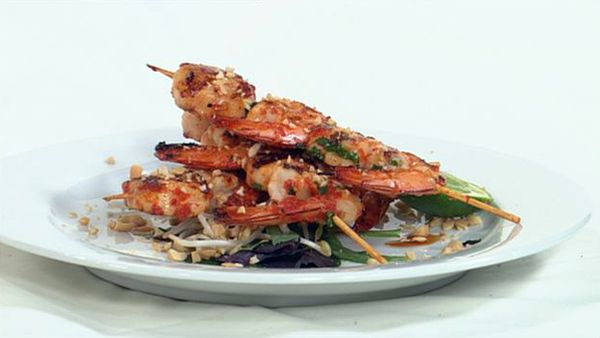 Scallop and prawn kebabs with chili and red pepper marinade