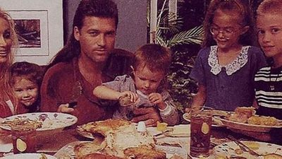 Flashback! Thanksgiving at the Cyrus household in the '90s