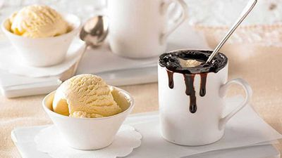 Chocolate fudge mug cakes
