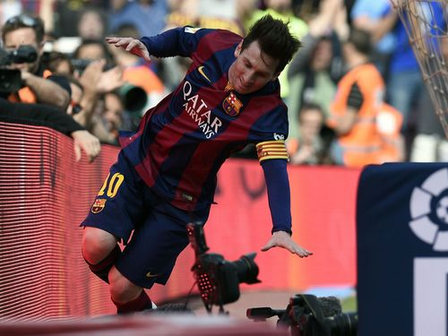 Lionel Messi suffers embarrassing slip after scoring 400th club goal