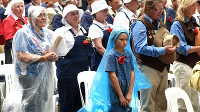 The young and old alike pause for a moments silence during a Remembrance Day service at the Cenotaph in Sydney's Martin Place. (AAP)