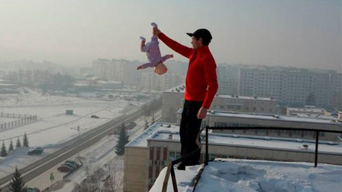 Siberian father Roman Afanasyev titled this photo: 'Look at this world from a different angle'. Source: (The Siberian Times)