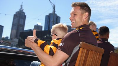 Sam Mitchell gives Hawthorn fans the thumbs up. (Getty Images)