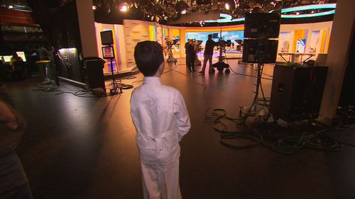 Eitan observes the TODAY Show co-hosts in action. (TODAY Show)