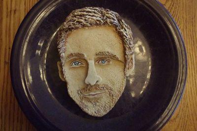 25-year-old artist, <b>Katherine Kalnes</b> was commissioned by <i>OMG Yahoo</i> to create celebrity  pancake portraits. Strangely enough, Ryan Gosling still looks mega hot...