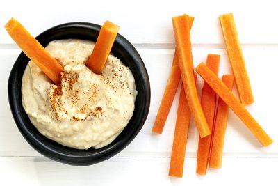 Hummus and carrot sticks: 2g fibre
