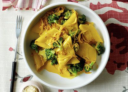 Pennone with broccoli, anchovy and saffron
