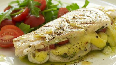 "<a href=""http://kitchen.nine.com.au/2016/05/19/11/03/chicken-breast-stuffed-with-mozzarella-and-pesto"" target=""_top"">Chicken breast stuffed with mozzarella and pesto<br> </a>"