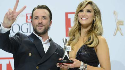 Darren McMullen and Delta Goodrem accept their Logie for Most Outstanding Entertainment Program for The Voice. (AAP)